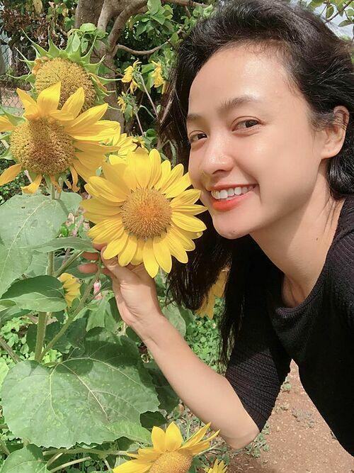 Nếu là hoa tôi sẽ là một đóa hướng dương, diễn viên Lê Bê La bình luận về bứ ảnh của mình.