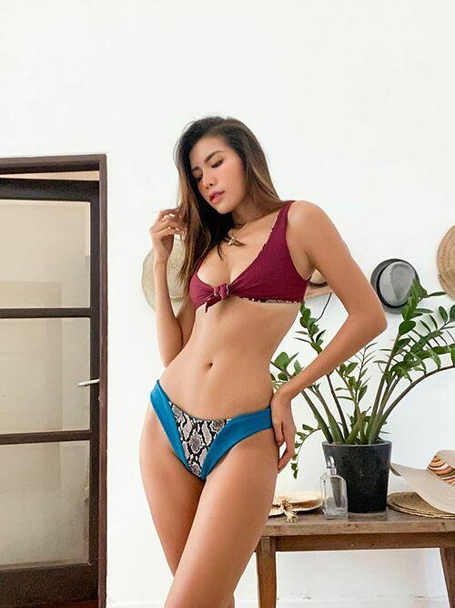 Siêu mẫu Minh Tú khoe dáng nóng bỏng khi diện bikini chỉ 150.000 đồng.