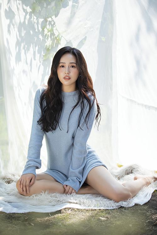 Sau khi giảm 2kg, Mai Phương Thuý tự tin diện các bộ cánh theo phong cách trẻ trung để khiến mình trở nên sexy hơn.