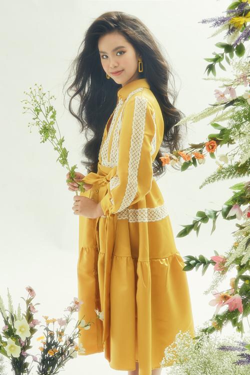 Đầm sơ mi vẫn là hot trend được phái đẹp ưa chuộng ở mùa mốt 2020. Nhà thiết kế Thanh Huỳnh cũng cập nhật xu hướng này cho dòng trang phục trẻ em.