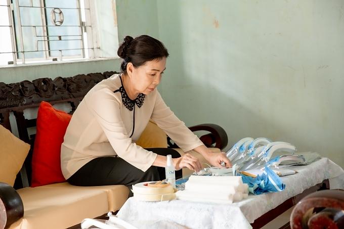 NSND Kim Xuân diễn xuất trong MV.