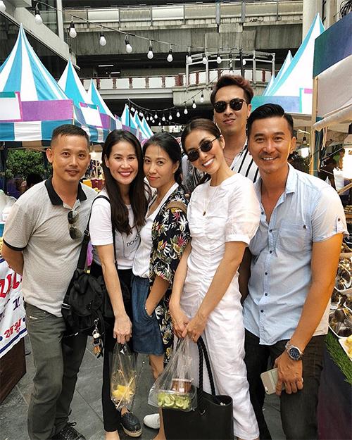 Nhóm bạn thân của Hà Tăng còn có diễn viên Quốc Cường, stylist Quang Tuyến... Họ gọi nhau là tri kỷ, thường xuyên cùng đi du lịch, ăn uống... Ngày sinh nhật của Thân Thúy Hà, Tăng Thanh Hà và nhóm bạn thân đã đột kịch để gây bất ngờ cho nữ diễn viên ngay tại nhà.
