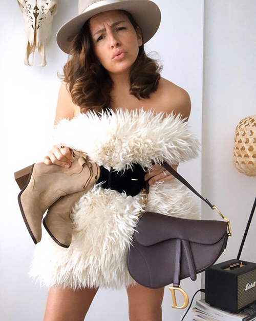 Đủ cách biến tấu mốt mặc gối của fashionista thế giới - 16