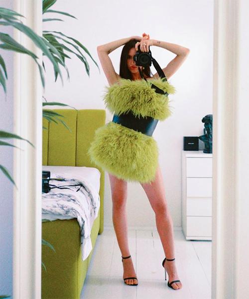 Đủ cách biến tấu mốt mặc gối của fashionista thế giới - 18