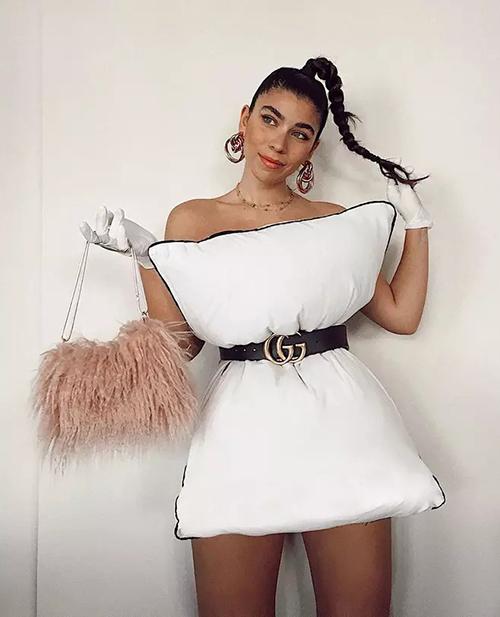 Đủ cách biến tấu mốt mặc gối của fashionista thế giới - 2