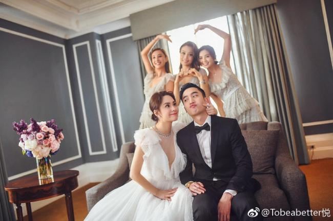Vợ chồng Hân Đồng trong ngày cưới.