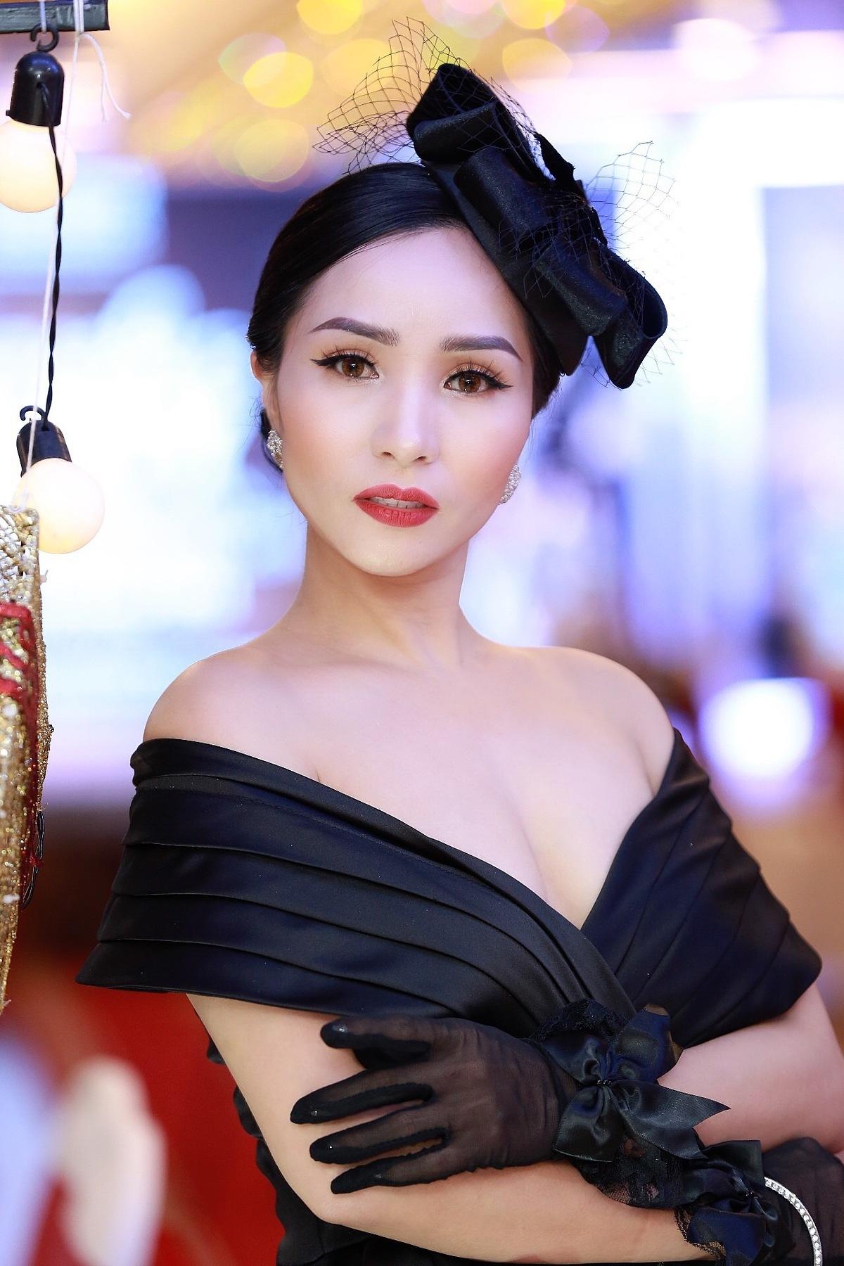 Tại sự kiện, doanh nhân Châu Loanchia sẻ những suy nghĩ, tình cảm của mình dành cho Á hậu Kim Jang Mi và chúc mừng áhậu ngày càng phát triển hơn nữa trong sự nghiệp của mình.