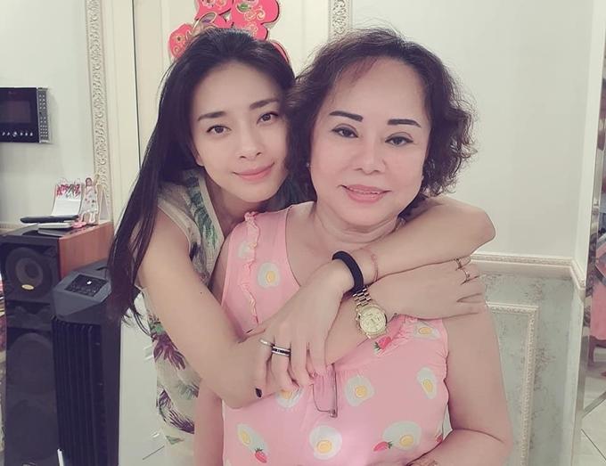 Đả nữ Ngô Thanh Vân gọi mẹ là chị gái: Chúc người chị gái của tôi thật trẻ khỏe và thật vui vẻ.