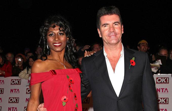 Sinitta hẹn hò với Simon Cowell vào thập niên 1980 và hiện là bạn bè của nhau.