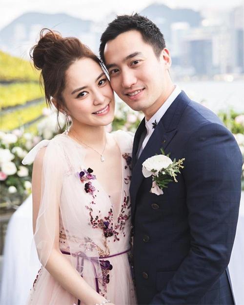 Hân Đồng và Lại Hoằng Quốc trong ngày cưới.