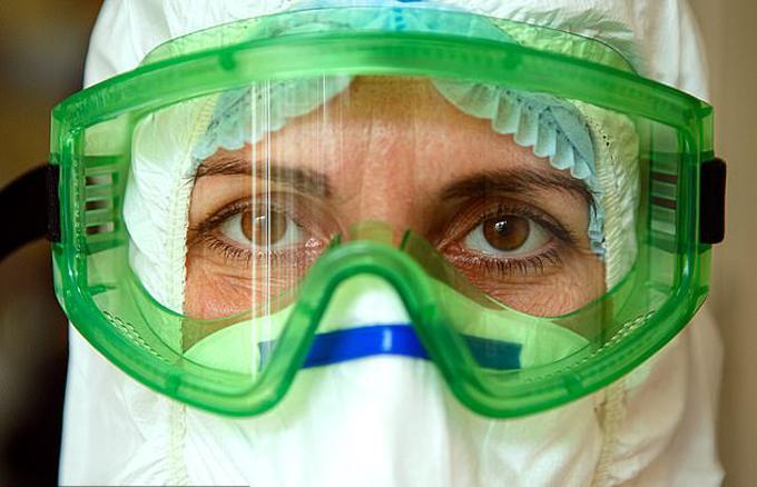 Một nhân viên chăm sóc sức khỏe ở Ukraine. Ảnh: Barcorf Media.