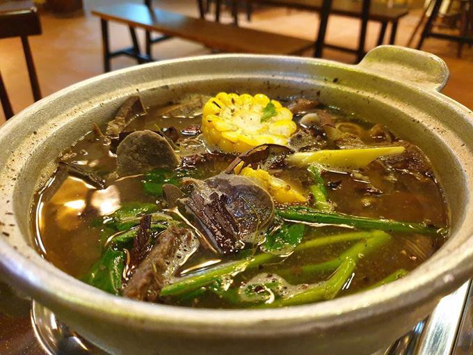 Huy Khánh ăn thử món thắng cố ở Sài Gòn - 2