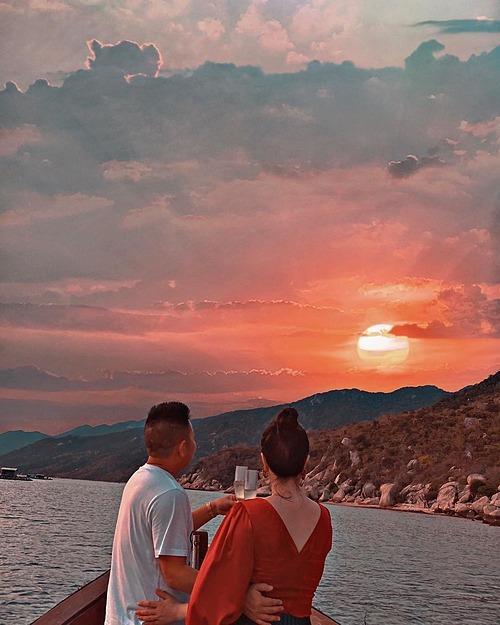 Bảo Thy và ông xã doanh nhân du lịch ở Nha Trang kỷ niệm 6 tháng về chung một nhà.