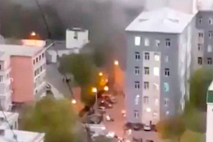 Tòa nhà bị cháy trong Bệnh việnSt. George, thành phố St Petersburg, Nga sáng 12/5 - nơi điều trị cho các bệnh nhân Covid-19. Ảnh: Instagram.