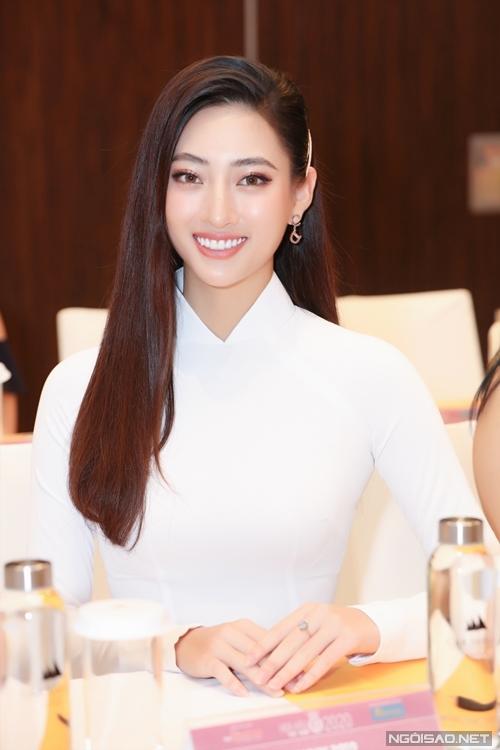 Hoa hậu Thế giới Việt Nam 2019 Lương Thùy Linh khoe nhan sắc rạng rỡ. Sau thành tích top 12 Miss World 2019, cô hiện tập trung học tập ở Đại học Ngoại thương Hà Nội.