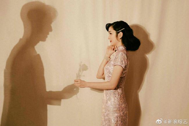 Hai vợ chồng chụp ảnh theo nhiều phong cách: cổ điển, hiện đại.
