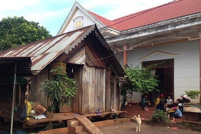 Hai căn nhà mới khang trang của HHen Niê ở quê