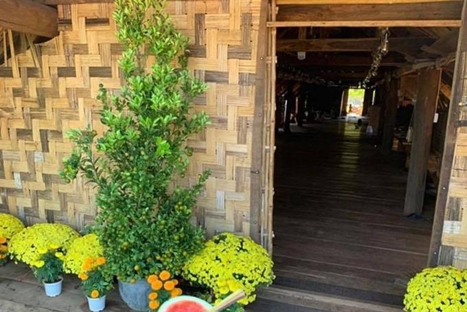 Hai căn nhà mới khang trang của HHen Niê ở quê - 10
