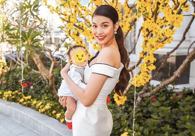 Hai mẹ bỉm sữa sành điệu của showbiz Việt