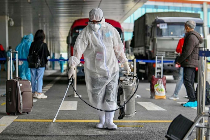 Sân bay Vân Đồn khử khuẩn phòng chống Covid-19. Ảnh: Bình Minh.