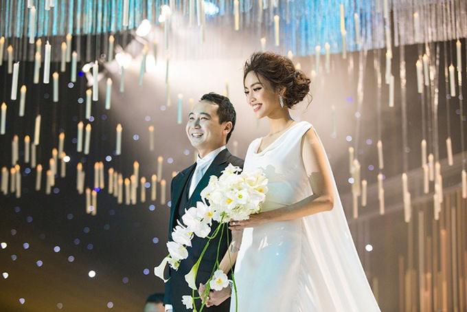 Trong hôn lễ ngày 4/10/2018, cô dâu Lan Khuê đã diện váy cưới lấy cảm hứng từ phong cách thời trang và vẻ đẹp chuẩn mực của Nam Phương hoàng hậu.