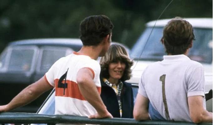 Bà Camilla và Thái tử Charles nối lại tình cảm năm 1979. Ảnh: UK Press.