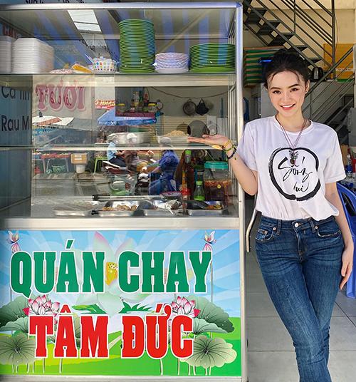 Chị em Angela Phương Trinh mở quánchay bình dân - 2