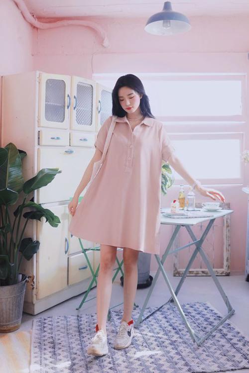 Thay vì dáng đơn giản như đầm cho bà bầu, thiết kế váy suông cho chị em công sở được chăm chút với nhiều phom dáng đa dạng.