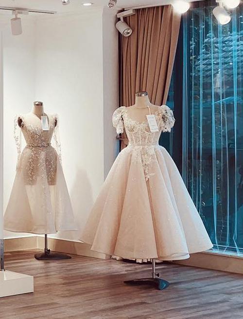 Đối với thời trang trong nước, NTK Phương Linh (Hà Nội) cũng cho biết váy cưới ngắn là một trong gạch đầu dòng mà các nàng dâu không nên bỏ qua khi làm checklist (danh sách những việc cần làm/chuẩn bị) trước ngày trọng đại.