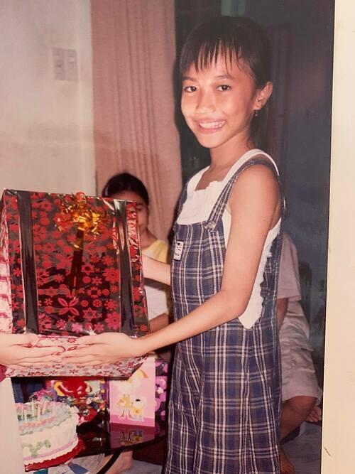 Diệu Nhi đăng ảnh thời nhỏ mừng sinh nhật tuổi 29 của mình.