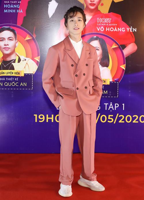 Bé Gia Khiêm Vietnam Idol Kids 2016 ra dáng thanh niên ở tuổi 15.