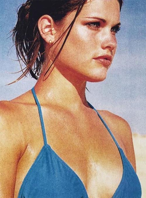 Sinh ra ở Thụy Điển, Helen Svedin bắt đầu sự nghiệp người mẫu năm 16 tuổi. 5 năm sau, người đẹp bán đảo Scandinavi rời quê nhà đi khắp thế giới theo đuổi nghiệp người mẫu. Cuối cùng, chân dài tóc vàng định cư ở Barcelona và gặp người bạn đời của mình ở thành phố xứ Basque.