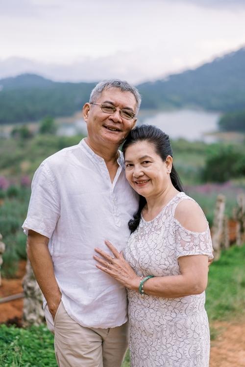 Nhờ sự hỗ trợ của hai con gái, bố mẹ Thùy Dung
