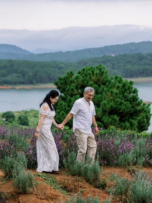 Á hậu Thùy Dung giúp bố mẹ chụp ảnh cưới - 8