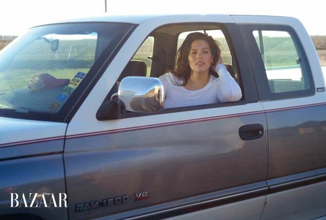 Người đẹp chụp ảnh trong chiếc xe cũ của ông nội và đồi cỏ quê hương cô. Tạp chí gửi quần áo của các thương hiệu đến cho Ashley qua đường bưu điện và sau đó chồng cô gửi ảnh lại qua mạng.
