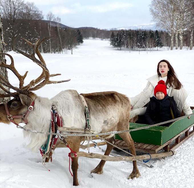 Từng tới Nhật nhiều lần, với chuyến đi lần này, Hồ Ngọc Hà thiết kế lịch trình tới khu trượt tuyết ở Hokkaido để thỏa mãn đam mê với các món cảm giác mạnh của Subeo. Cậu bé rất thích trượt tuyết nên năm nào, nữ ca sĩ cũng giữ lời hứa đưa con đi một quốc gia vùng lạnh. Sở thích hú hồn của Subeo. Năm nào mà không đi trượt tuyết là buồn mà vì Subeo mẹ cũng biết thêm được những nơi đẹp thuộc hạng nặng của thế giới, cô chia sẻ. Ngoài ra, hai mẹ con còn thử nghiệm ngồi xe kéo tuần lộc như trong truyện cổ tích.