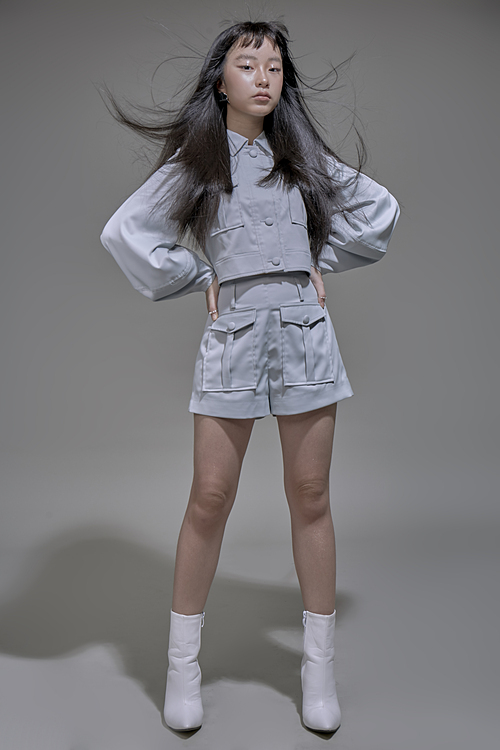Vicky Phương Anh, 11 tuổi, hiện sống và theo học tại một trường quốc tế tại TP HCM. Tại Tuần lễ thời trang Thượng Hải 2019, Vicky Phương Anh là một trong hai mẫu nhí người Việt được tham gia trình diễn, cùng với Khánh Anvà được lựa chọn giữ vai trò first face của thương hiệu Balabala. Thần thái và phong cách chuyên nghiệp của Vicky Phương Anh được đánh giá cao.