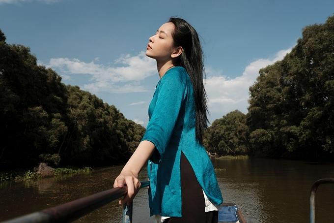 Cung đàn vỡ đôi là sản phẩm âm nhạc đầu tiên trong năm 2020 của Chi Pu. Cô đặt nhiều kỳ