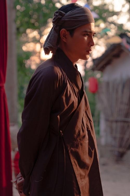 Diễn viên Quang Sự cũng góp mặt trong sản phẩm. MV Cung đàn vỡ đôi sẽ ra mắt tối 3/6.