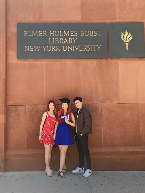 Diệu Ly cùng chị gái Diệu My và em trai Hoàng Phi trong ngày tốt nghiệp.