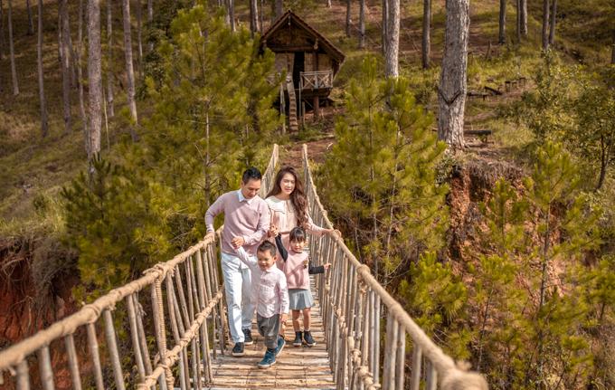 Hai con lớn Rio và Cherry đã đi học lại nên chỉ có bé Sunny và Mio được theo bố mẹ lên Đà Lạt.