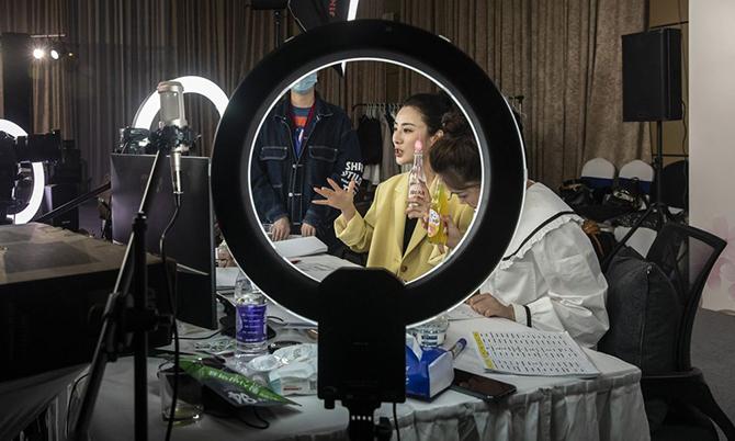 'Nữ hoàng livestream' Trung Quốc kiếm hàng triệu USD