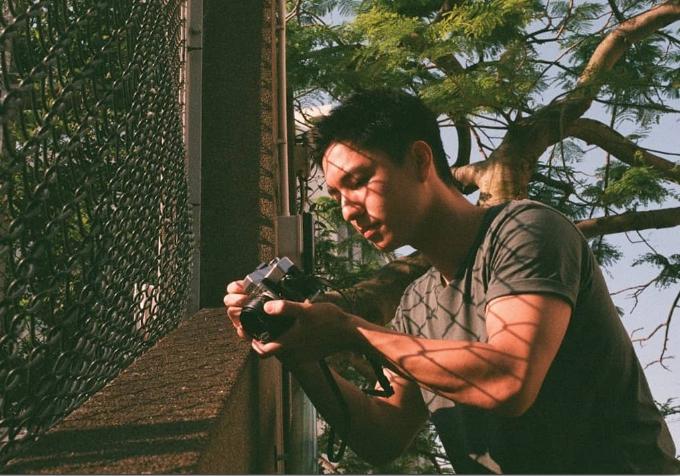 Giống với nhân vật trong Mái ấm gia đình, nam diễn viên sinh năm 1998 có đam mê lớn với bộ môn nhiếp ảnh. Ngô Vĩ Hào thường xách máy đi khắp Hong Kong để ghi lại những khoảnh khắc đặc biệt về cuộc sống thường ngày.