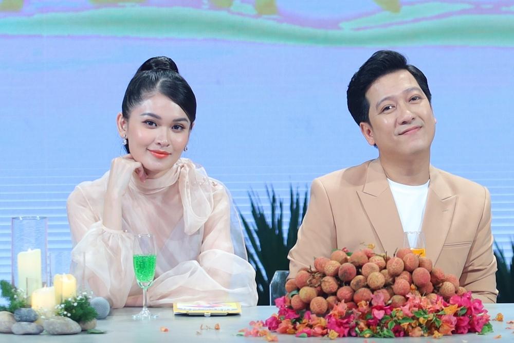 Á hậu Thùy Dung hồi hộp khi làm MC với Trường Giang