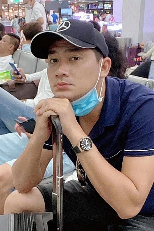 Minh Luân chờ đợi bảy tiếng đồng hồ ở sân bay.