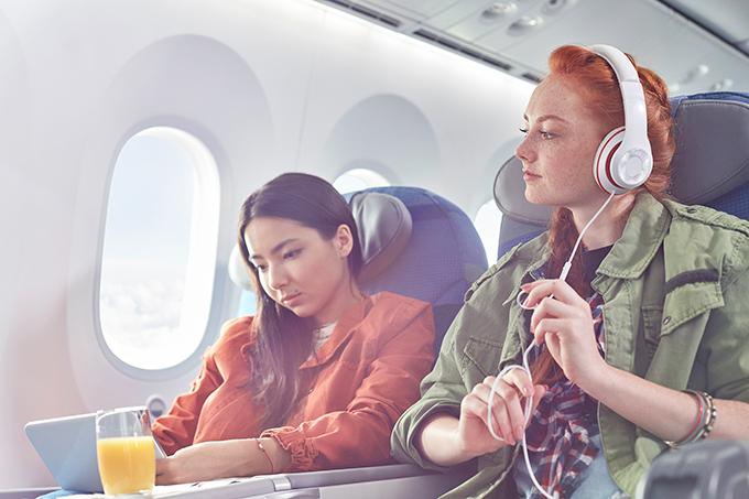 Lý do không nên đeo tai nghe khi cất hạ cánh