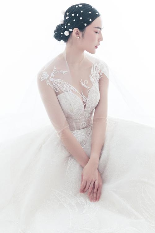 Bộ ảnh được thực hiện bởi trang phục: Lecia Bridal, người mẫu: Helly Tống.