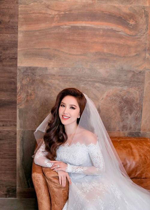 Tròn 7 tháng kết hôn với ông xã doanh nhân Phan Lĩnh (16/11/2019), ca sĩ Bảo Thy chia sẻ tới người hâm mộ những tấm ảnh pre wedding được thực hiện vào năm 2019. Ảnh: Facebook Bao Thy Tran