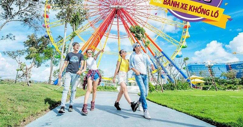 Bên cạnh đó, công viên chủ đề VinWonders, sân Vinpearl Golf, công viên nước...trong hệ thống Vinpearl sẽ giúp du kháchkhách có những trải nghiệm đa dạng. Mới đây, Vinpearl khai trương Bánh xe khổng lồ, các lễ hội âm nhạc và carnival đầy màu sắc tại Hà Tĩnh và tiến tới mở rộng đa dạng các loại hình giải trí tại nhiều tỉnh thành trong cả nước.