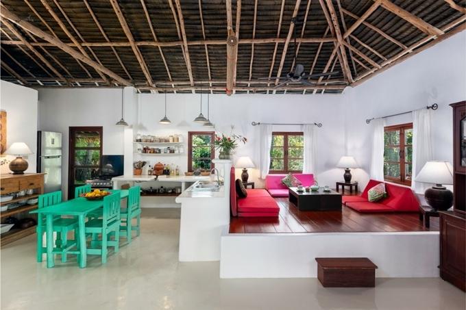 [Caption]Biệt thự Jungle được đào sâu vào sườn núi và là một chỗ ở rộng rãi. Biệt thự là hoàn hảo cho các cặp vợ chồng muốn có cảm giác của một căn hộ rộng rãi, hoặc gia đình và các nhóm bạn muốn ở cùng nhau. Lấy cảm hứng từ kiến trúc truyền thống của Thái Lan, biệt thự Jungle được xây dựng với mái tranh mở, gợi lên cảm giác được sống ngoài trời giữa thiên nhiên.Jungle Deluxe Lodge nằm ở rìa cao nguyên và nằm gần bể bơi vô cực. Nó đi kèm với một sân thượng riêng cùng với một sala Thái nhìn ra toàn cảnh tuyệt đẹp của đại dương và thành phố bên dưới.Ẩn mình trong rừng rậm ở Samui, Jungle Suite rộng lớn nhưng quyến rũ nằm trên đỉnh vườn nhìn ra khung cảnh biển tuyệt đẹp. Các phòng có sự hợp nhất giữa thiết kế truyền thống và hiện đại với những mảnh có từ những năm 1900 (Rama V), ban công ngoài trời riêng bao gồm Bể bơi Plunge nơi bạn có thể thư giãn sau khi tắm mát trên giường tắm nắng quá khổ của chúng tôi và đặt tổng thể trở lại và bầu không khí mơ màng.
